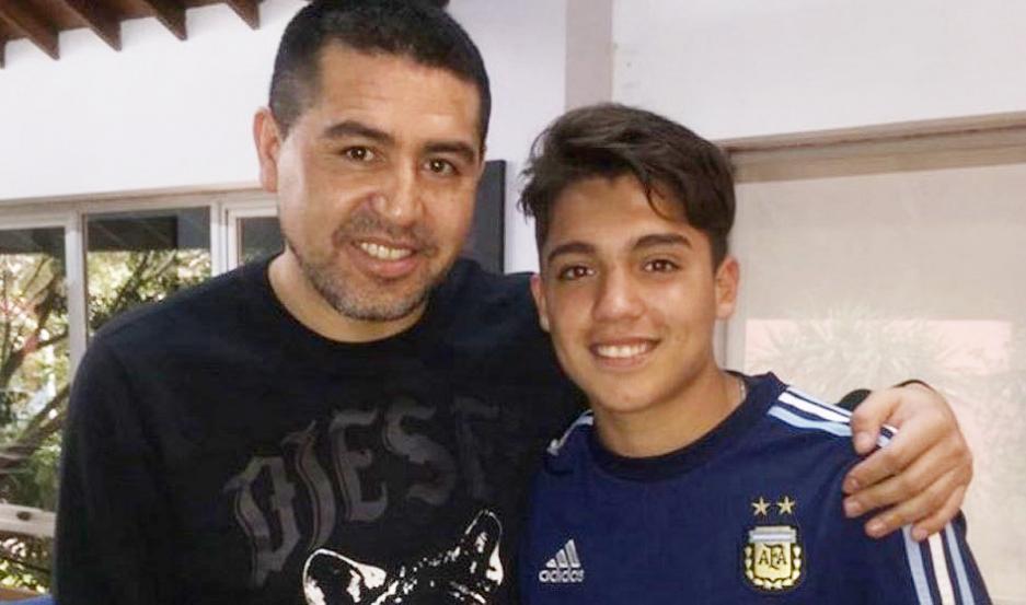 El santiagueño Zeballos junto al ídolo, Román.