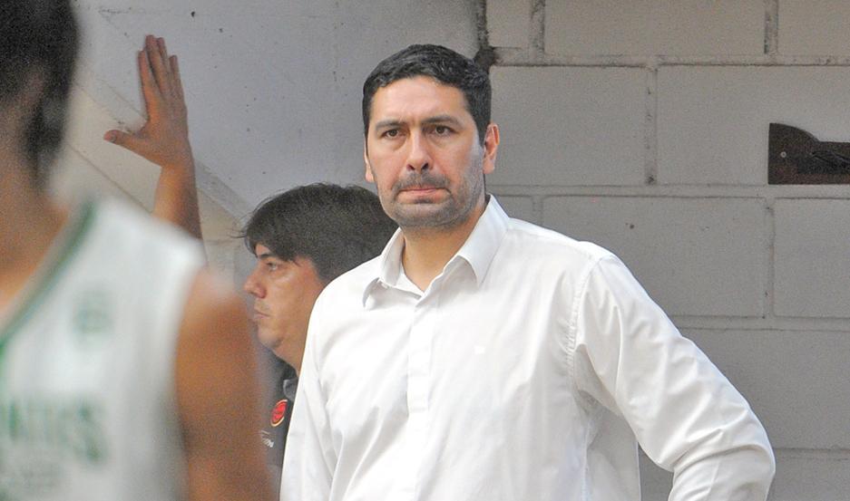 MALESTAR. Leonardo Gutiérrez dijo que no quiere explotar en la cancha y espera que los árbitros revisen su labor.
