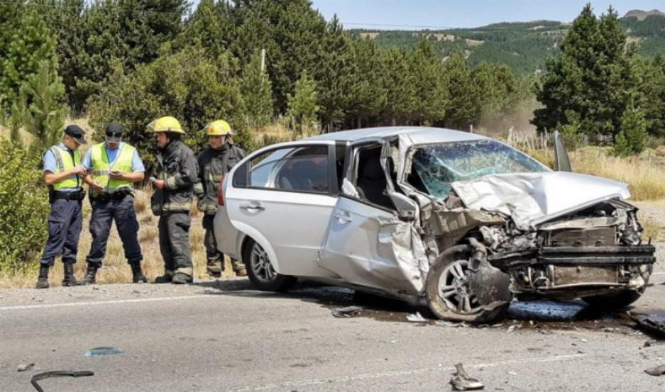 El conductor del Chevrolet Aveo, perdió el control de su vehículo intentando sacar una abeja del interior del auto.