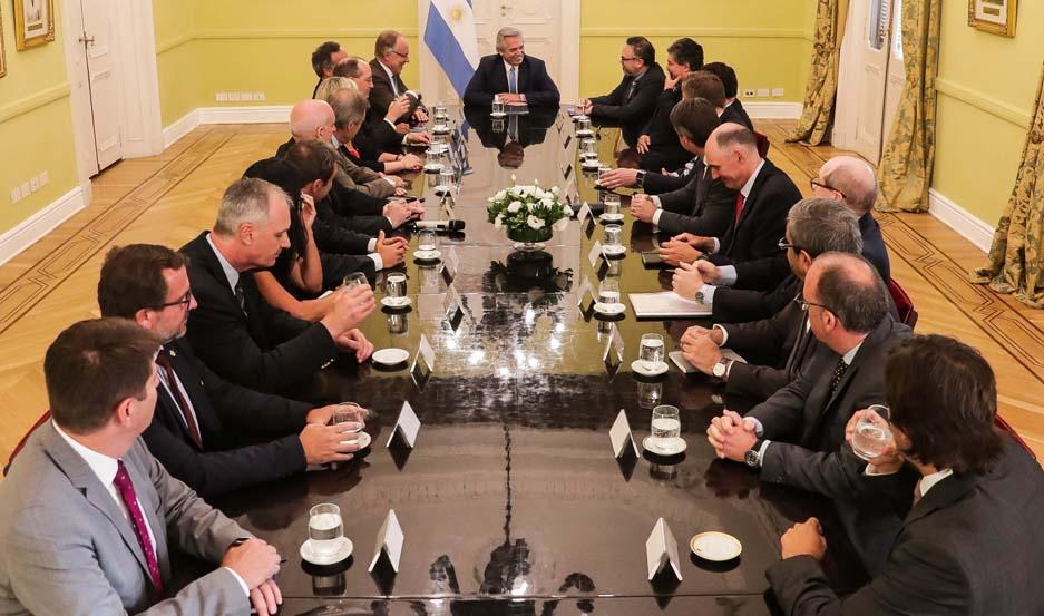 Fernández recibió a los directivos de las principales compañías petroleras con inversiones en el país y funcionarios del área energética.