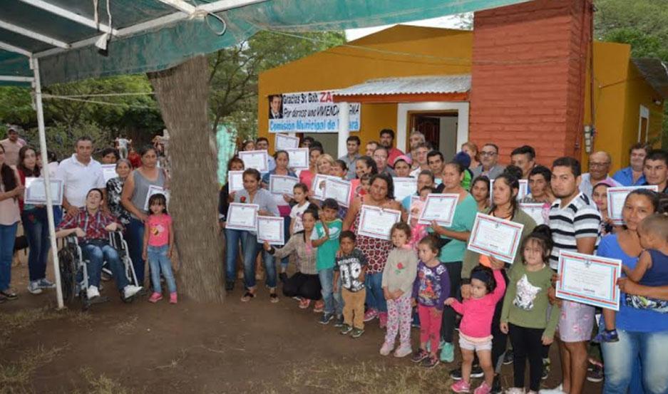 El acto de entrega de las viviendas sociales estuvo encabezado por el del ministro de Desarrollo Social, Dr. Ángel Niccolai.