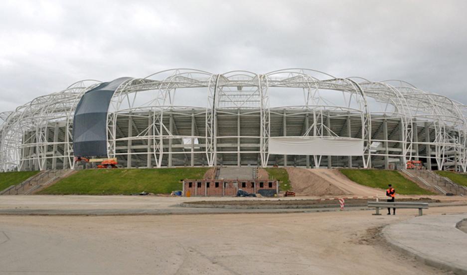 BELLEZA. El Estadio Único va tomando otra fisonomía con la colocación de las membranas que están aptas para soportar todas las condiciones climáticas.