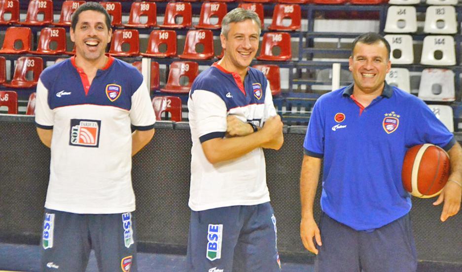 OPTIMISMO. Sebastián González compartió con Guillermo Mouriño y Edgardo Santillán en la práctica de ayer.