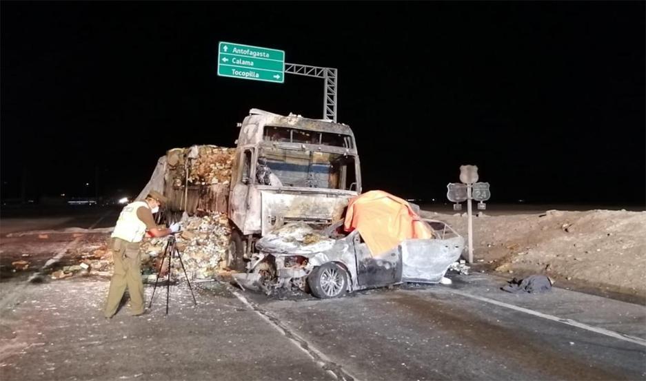 Los vehículos chocaron y luego se incendiaron. Sólo los ocupantes del camión sobrevivieron.