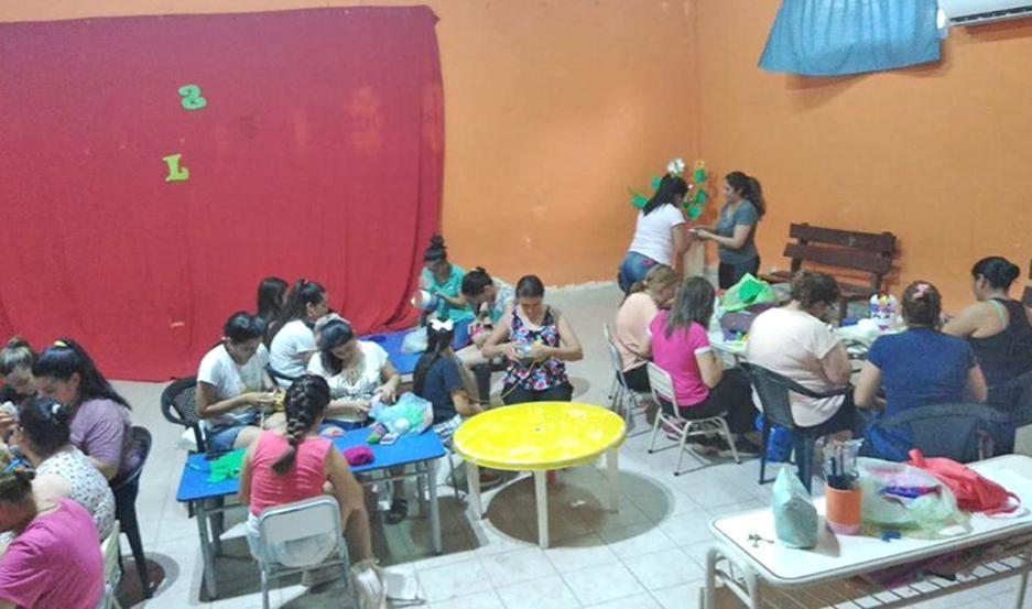 """SEDE. Se dictan en las instalaciones del Jardín de Infantes Municipal Nº 2 """"Mundo Feliz"""", ubicado en el barrio Ricardo Rojas."""