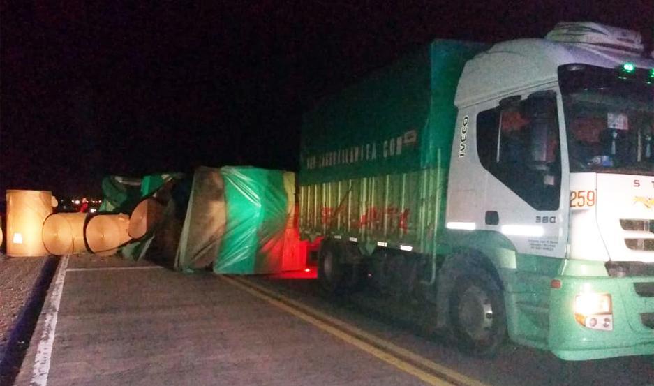 Así quedó el camión sobre Ruta Nacional 157.