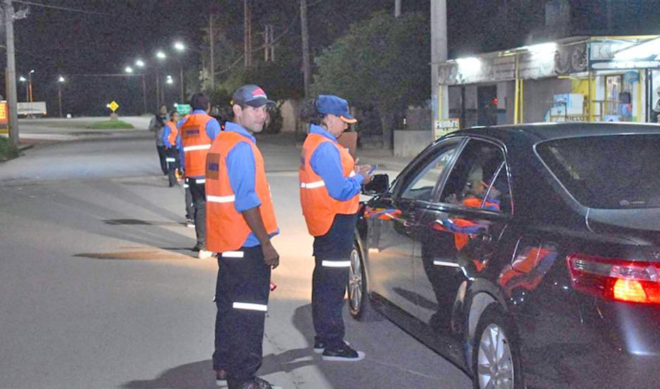 CALLES. Los operativos se realizan en varios puntos de la ciudad en forma simultánea. Entre 10 y 14% de vehículos estaban en infracción.
