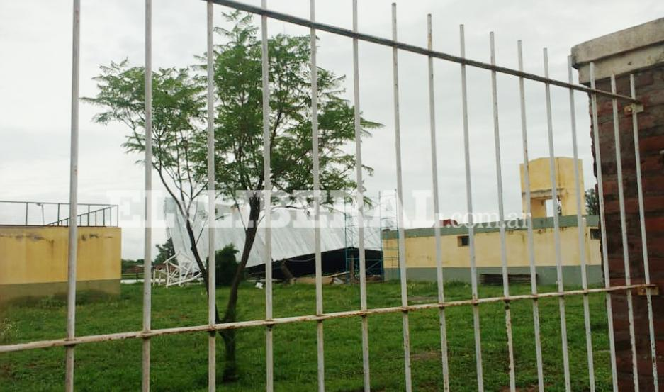 El temporal derribó el tinglado y techo del Polideportivo de Campo Gallo.