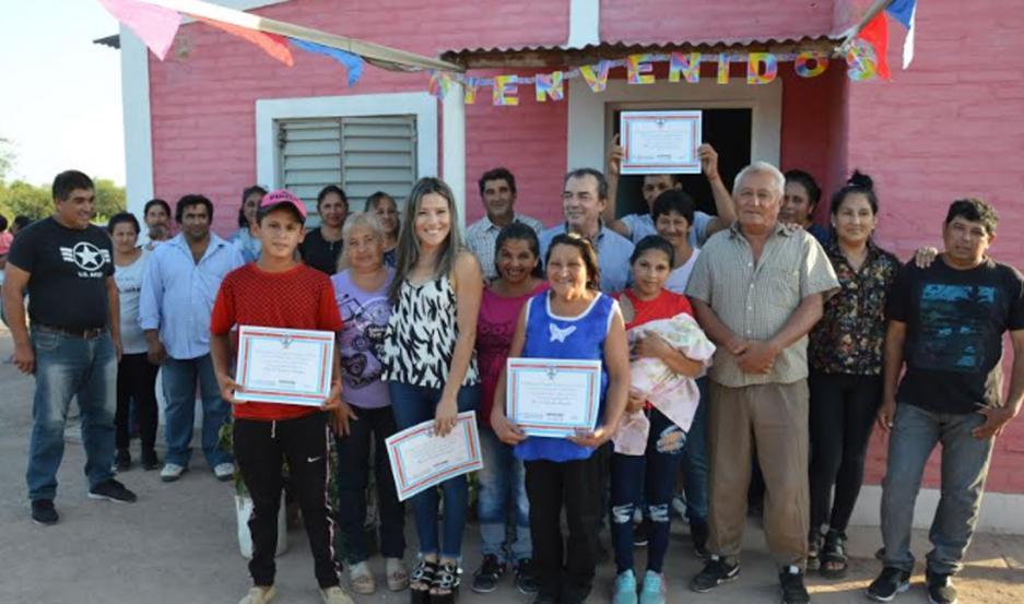 Las viviendas sociales fueron habilitadas en la localidad de Pozo del Castaño, departamento Figueroa.