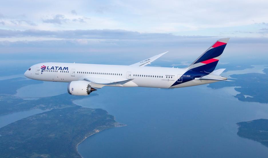 La empresa Latam es una de las dos aerolíneas que autorizaron la venta de pasajes en dólares.