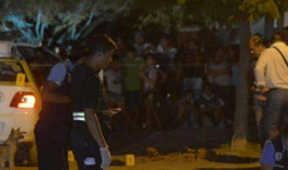 A raíz del asalto al remisero, la policía desplegó un amplio operativo.