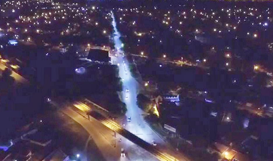 MEJORA. El sistema de iluminación LED que se colocó en avenida Belgrano brinda varias ventajas que elevan la calidad de vida de los bandeños.
