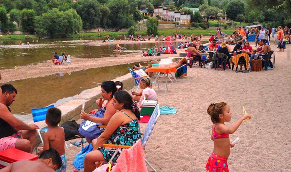 IDEAL. El balneario Playas de Oro ofrece tranquilidad, poder refrescarse y, sobre todo, es económico.