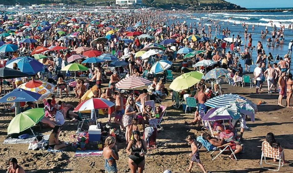 """MULTITUD. Miles de turistas ingresan a diario a """"La Feliz"""" para disfrutar de las vacaciones."""