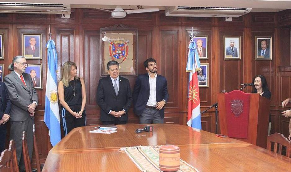 ACTO. La ceremonia de asunción del doctor Daives tuvo lugar en la sala del Consejo Superior de la Unse.