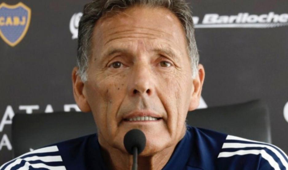 VISIÓN. Miguel Russo ponderó a Villa que el pasado fin de semana fue clave para el triunfo de Boca ante Talleres.