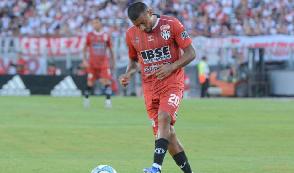 CHANCE. Chávez, que llegó desde Independiente, buscará marcar su primer gol en Central Córdoba ante Aldosivi, club desde donde pasó al Rojo.