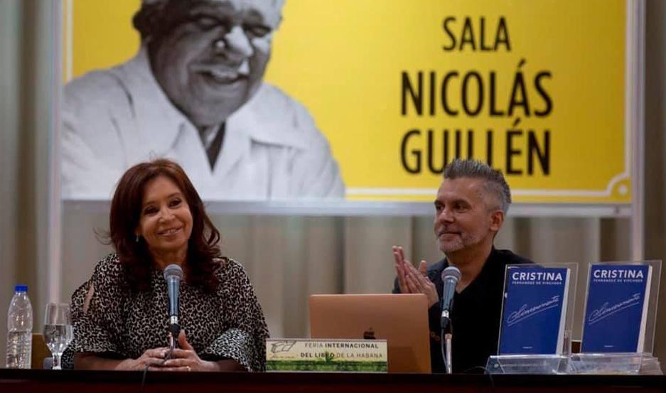 MANDATARIO. El presidente de Cuba, Miguel Díaz-Canel, asistió a la presentación de este libro.