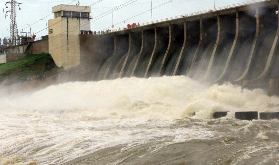 SIRENA. La sirena del dique El Frontal, alertó ayer a pescadores y vecinos ribereños de la creciente del río Dulce.