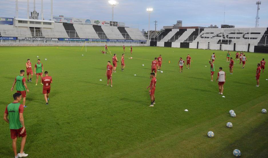 SE VESTIRÁ DE GALA. El estadio Alfredo Terrera lucirá un marco imponente el domingo por la noche y se trabajará fuerte para garantizar la seguridad.