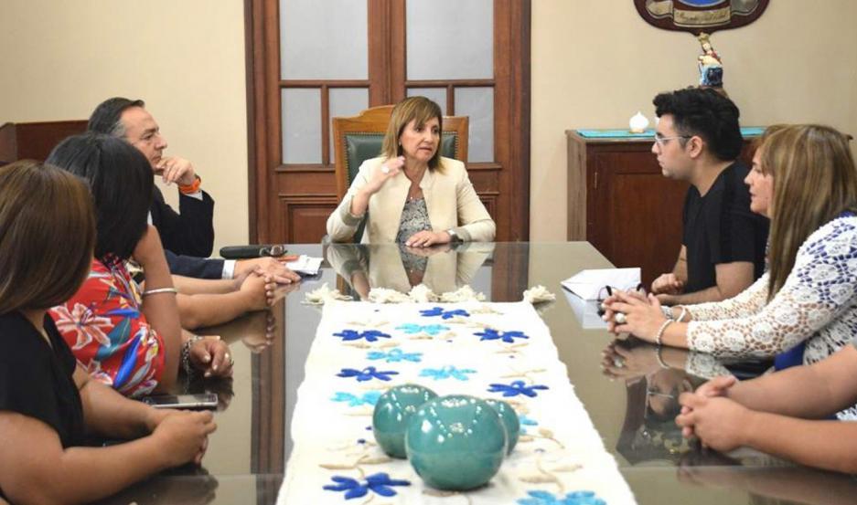 ENCUENTRO. La intendente dialogó con Emiliano Soria en la comuna.
