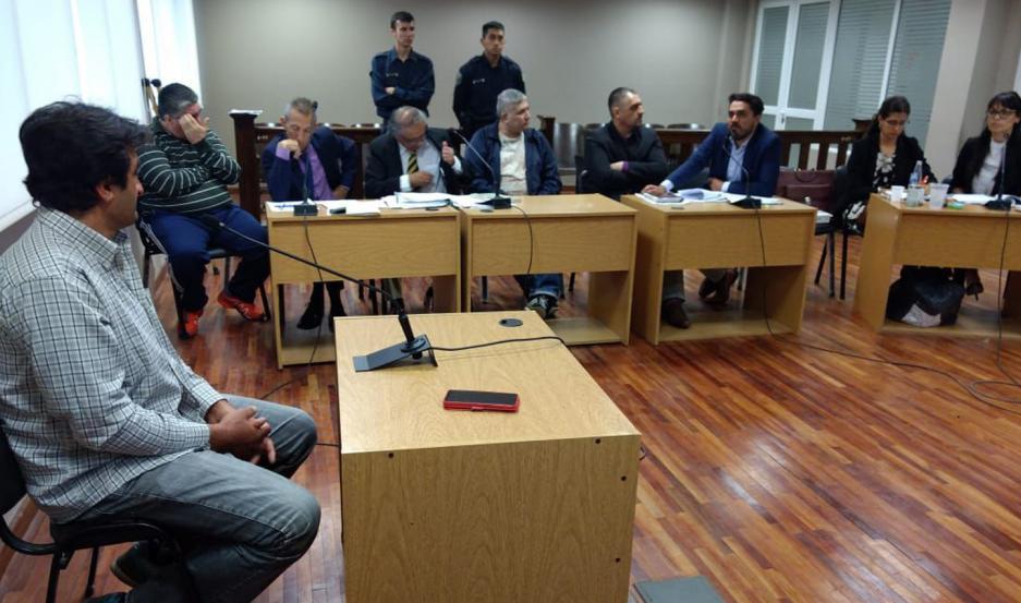 REVÉS. Los tucumanos escucharon en silencio un fallo más que previsible. La Fiscalía había solicitado penas en sintonía con la aplicada.