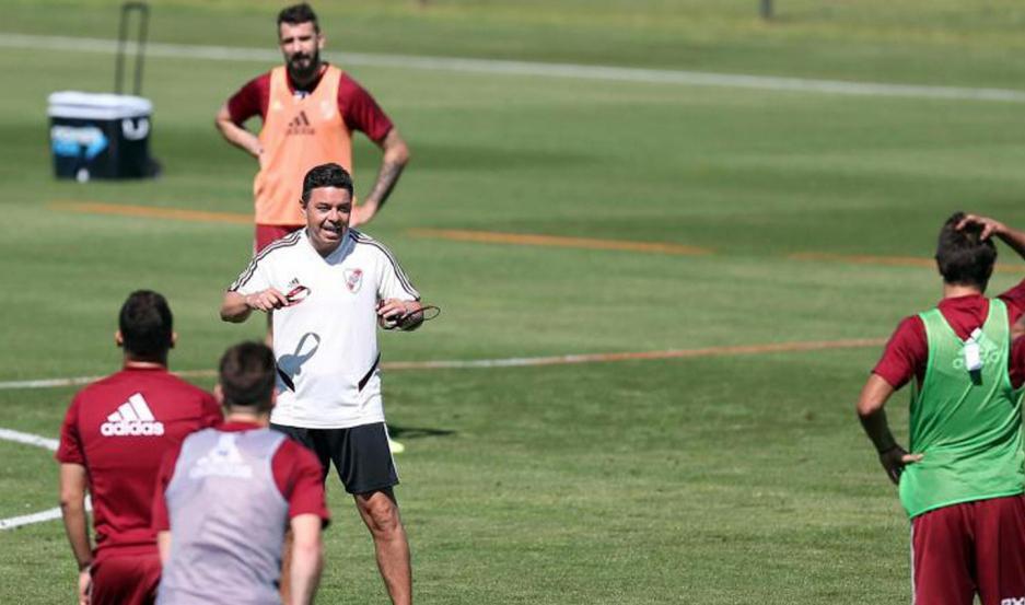 """LÍDER. El entrenador Marcelo Gallardo ya trabaja pensando en el partido ante el """"Taladro"""" en el Monumental."""