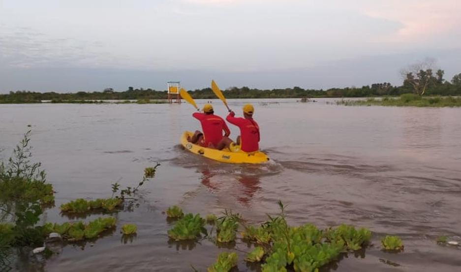 Los guardavidas cuidan las costas del río Dulce.