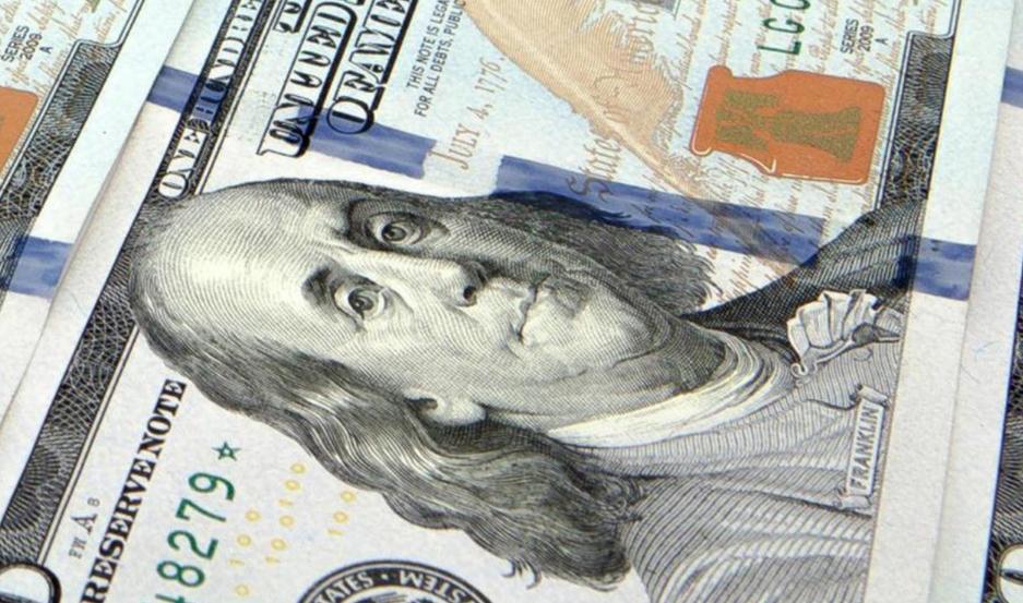 Dólar sufrió baja en el precio este martes; así cotizó hoy