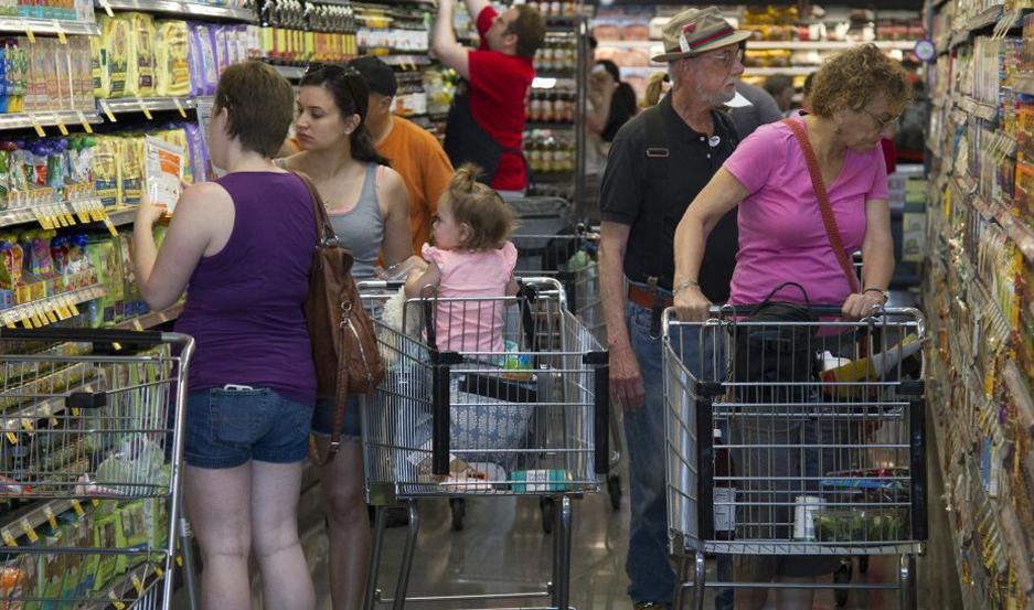 DIFERENCIA. Los precios regulados como combustibles no incidieron en inflación al estar congelados. No así los alime