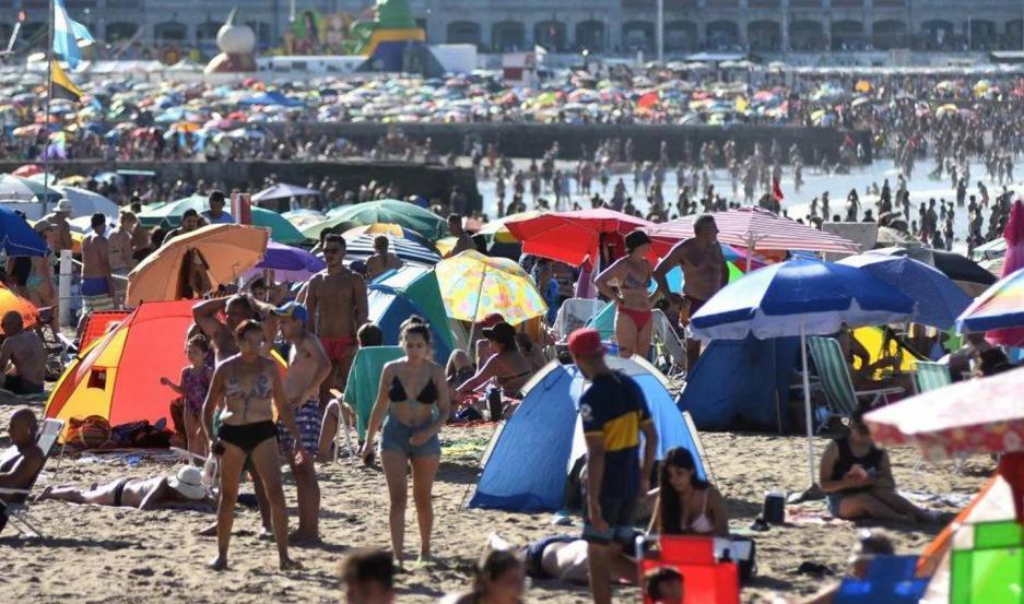 Los veraneantes argentinos coparon Mar del Plata, inaugurando la segunda quincena de febrero.