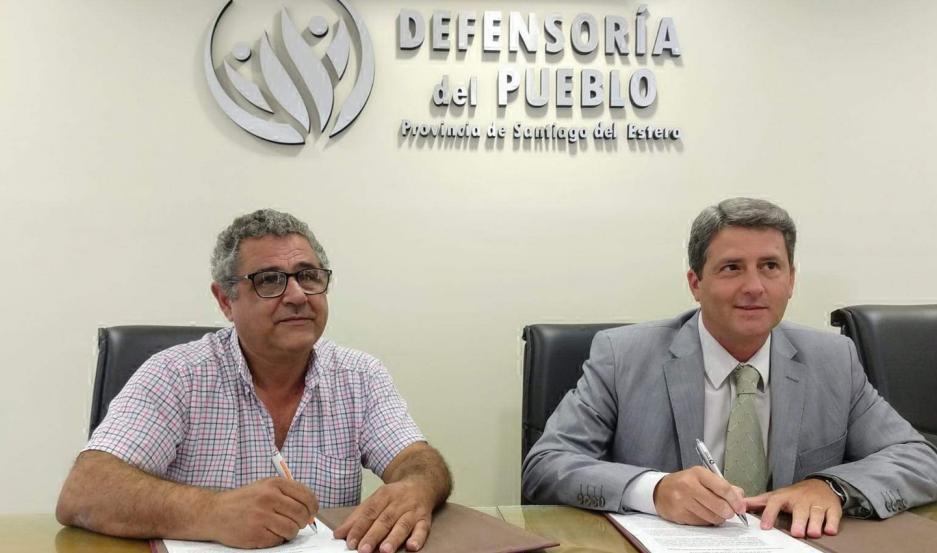 De la firma participaron el jefe comunal José Vittar y el defensor del Pueblo, Dr. Lionel Suárez.