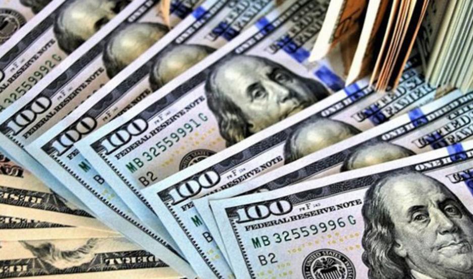 DIVISAS. Subió el dólar, cayó la Bolsa y el riesgo país trepó a 2063 pb.