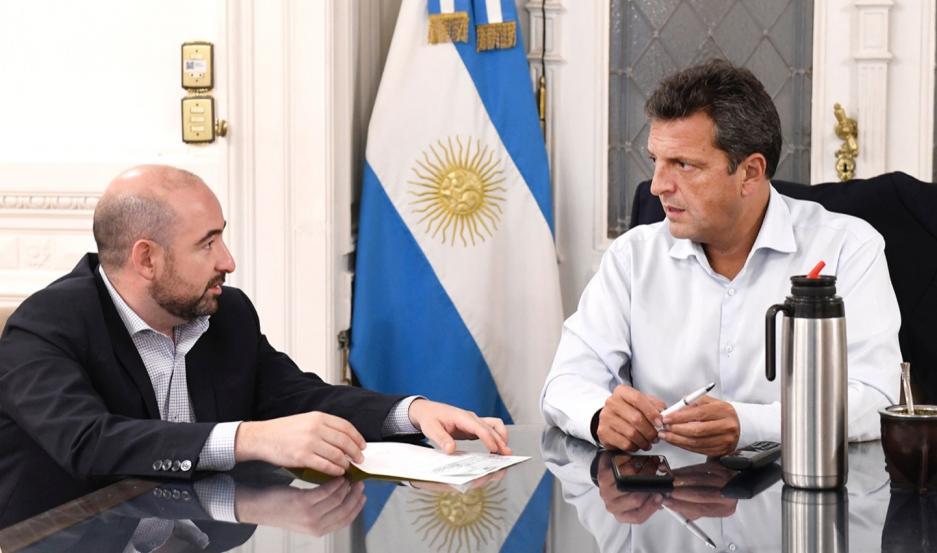 El encuentro con el máximo referente del Frente Renovador, y el intendente bandeño, se desarrolló en el Congreso nacional.