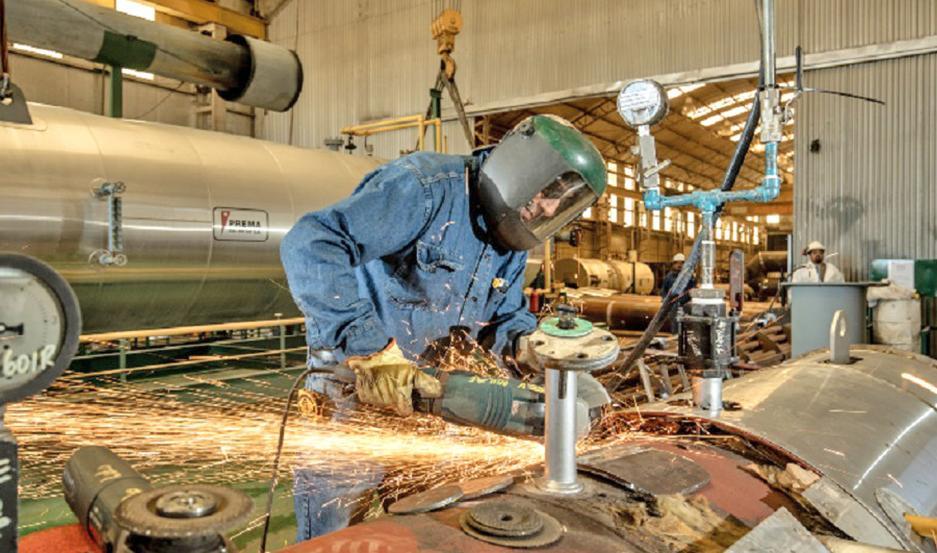 Las empresas con menos de 50 empleados tuvieron una caída anual de 2,4% en su producción.