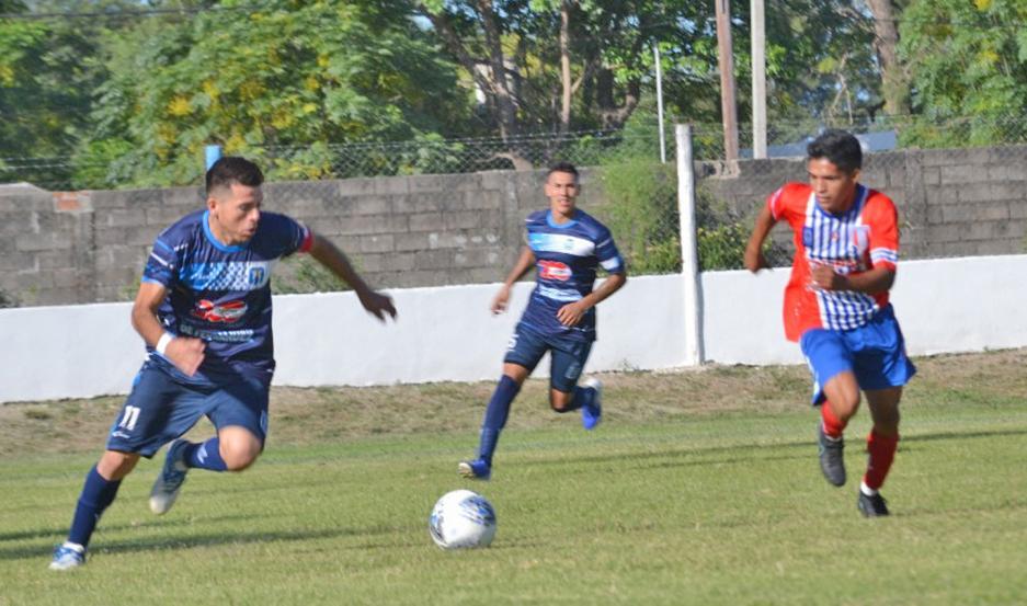 El partido entre Sportivo Fernández y Unión Santiago tuvo mucha fricción, pero poco juego. Foto gentileza Más Deportes Fernández.