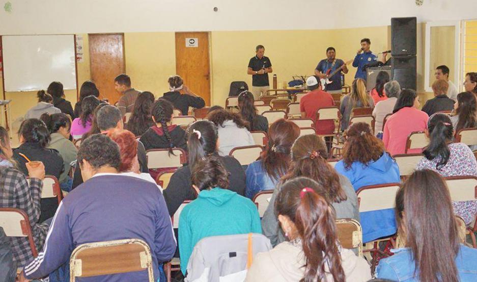 Participaron cientos de personas de las distintas comunidades de la zona.