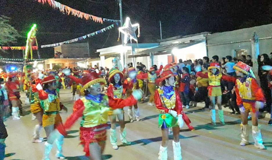 El público pudo disfrutar de un gran espectáculo ofrecido por las murgas que se llegaron hasta Villa Mailín.