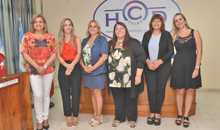 A través de las concejales Lucía Valdez, Paula Dahbar, Natalia Isares, Lorena Rojas, Rosa Aguirre y María Elena Figueroa.