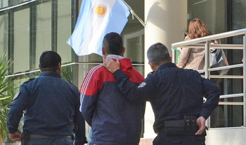 En dos ocasiones, la atacó a golpes. La mujer buscó ayuda en la policía y él ya está neutralizado.