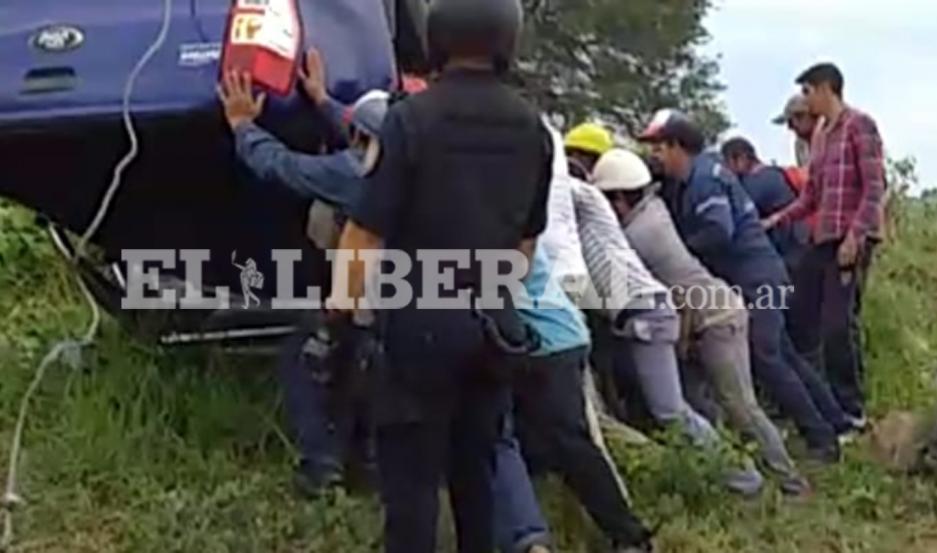 El chofer logró salvar su vida, tras el violento accidente.