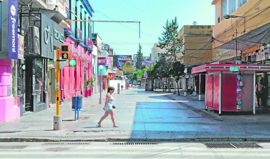 CERRADA. Sábado 11 de la mañana, así se presentaba una de las peatonales más concurridas de la ciudad.