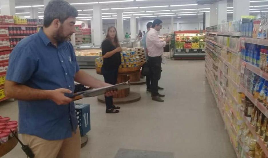 Clausura de supermercados en Frías.