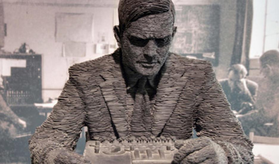 Fotografía seleccionada por el editor del blog: Slate estatua de Alan Turing, Bletchley Park, Milton Keynes, Gran Bretaña.
