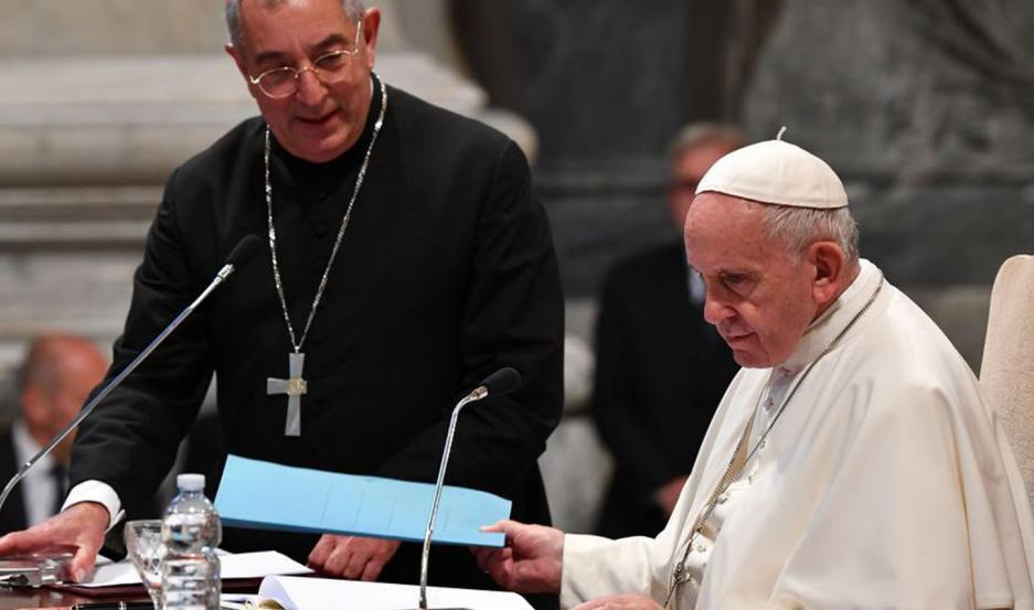 El cardenal vicario es el cardenal a quien el Papa, también obispo de Roma, delega el gobierno de su diócesis.