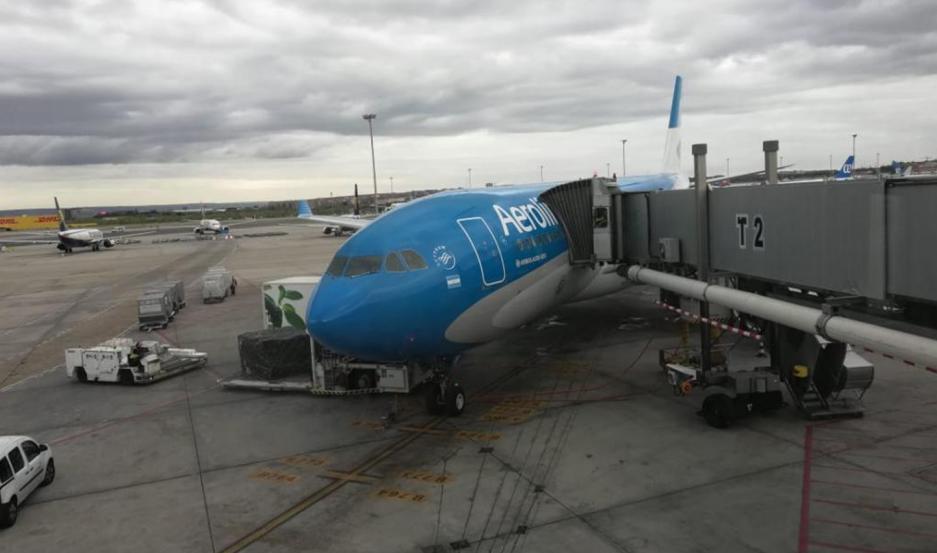 Todos los pasajeros del avión debieron cumplir una estricta cuarentena.