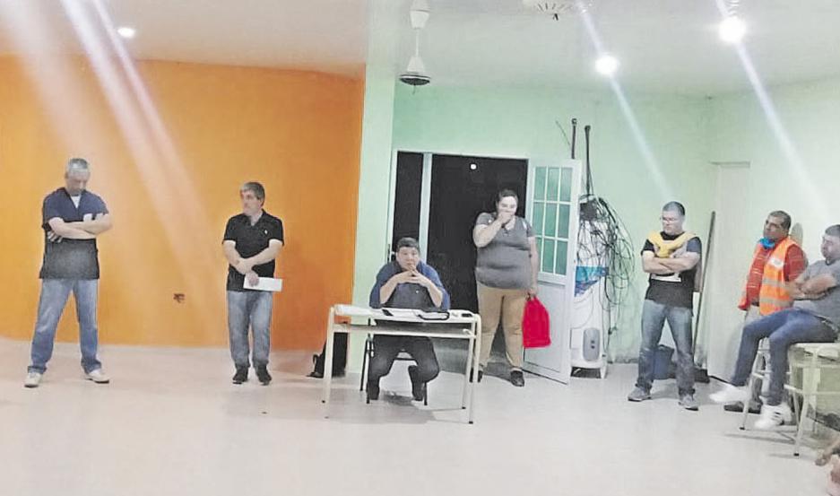 Reunión entre el intendente González y comerciantes.