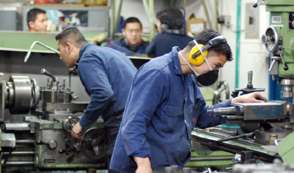 La industria perdió 114 empleos, la construcción 721, el comercio 669 y el transporte 538, entre otros.