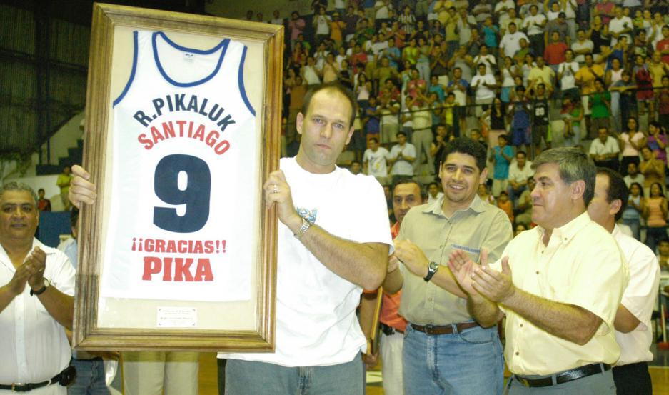 EL FINAL. En marzo del 2005, Alejandro Rubén Pikaluk anunció su retiro y fue homenajeado por Quimsa.