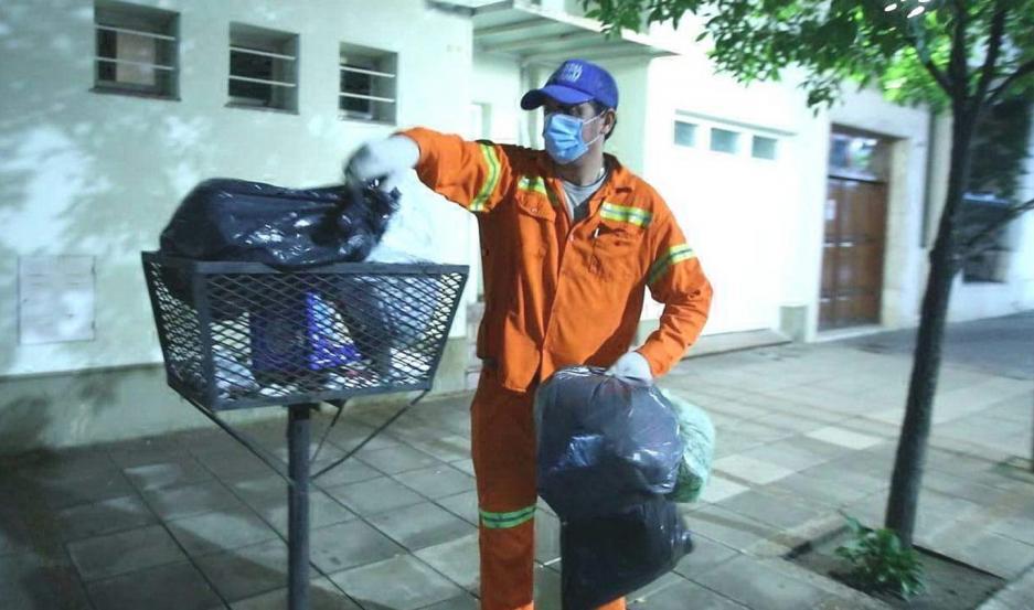 Los obreros trabajan cumpliendo las medidas de seguridad.